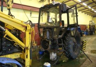 Разобранный трактор